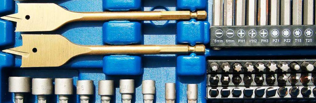caja con puntas y adaptadores para taladro