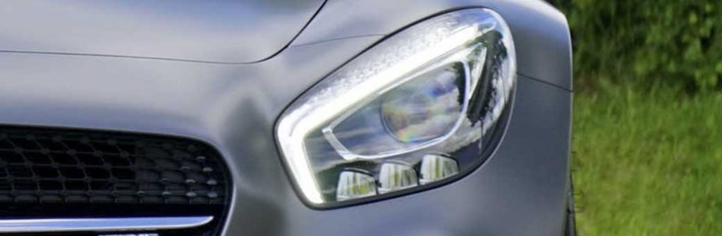 opticas del coche muy pulidas y brillantes