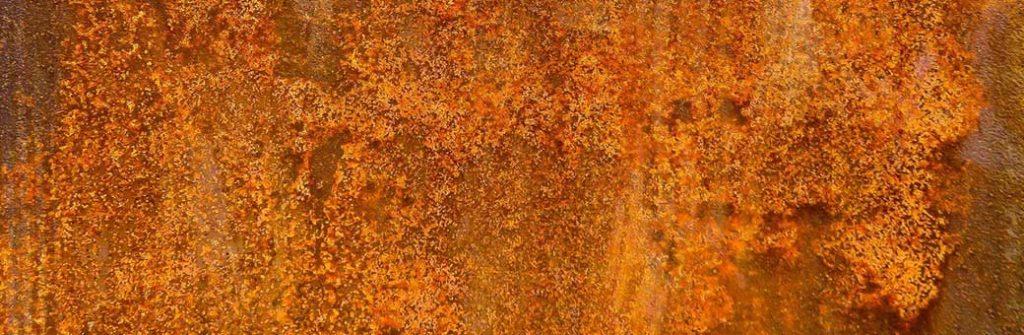 placa de metal muy oxidada